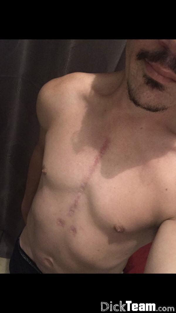 Homme - Bi - 25 ans : Échange de nudes et plus : Salut...
