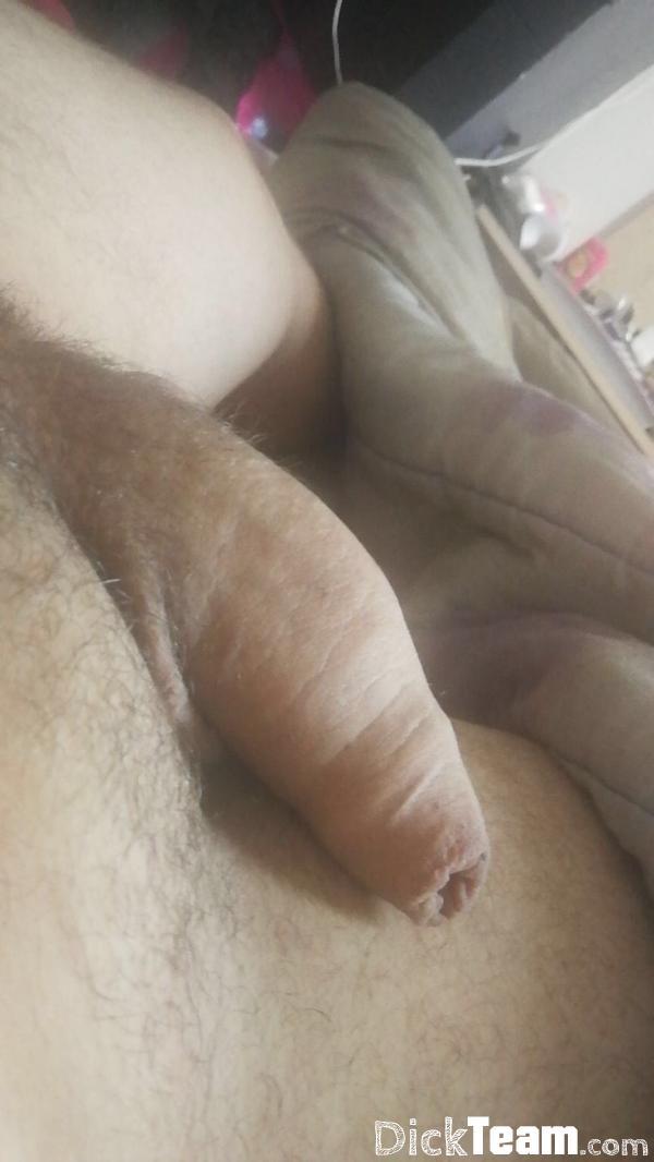 Homme - Hétéro - 21 ans : Échange nudes ou plan cul : Jeun...