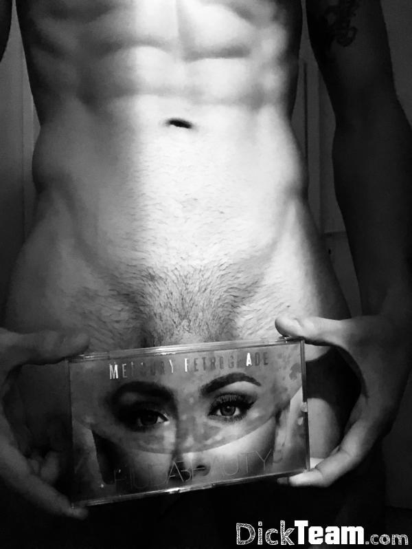Homme - Hétéro - 25 ans : Nudes et Plan q discret à Montre...