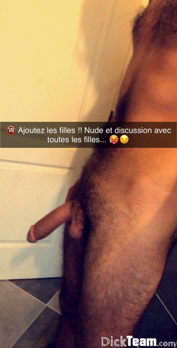Homme - Hétéro - 25 ans : Nudes discussion hot : Ajoutez m...