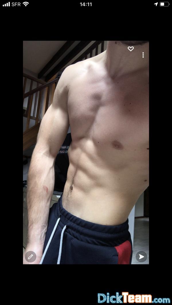 Homme - Hétéro - 22 ans : Échanges nudes tard le soirs ajo...