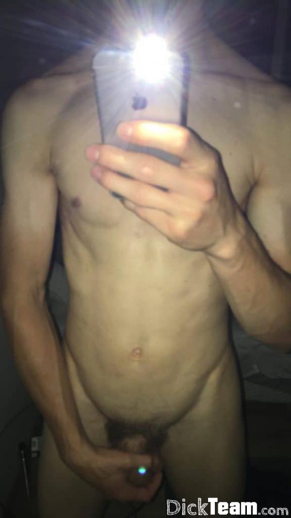 Homme - Hétéro - 20 ans : Mec très bien monté pour nude et...