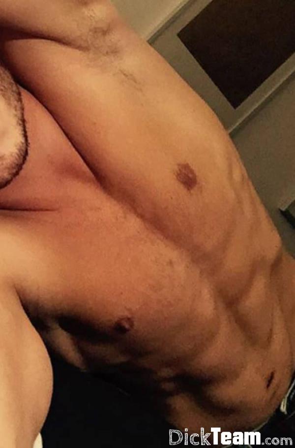 Homme - Hétéro - 21 ans : Jadore le sexe hot je me deplace...