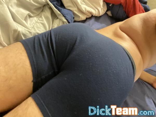 Homme - Gay - 24 ans : Petit mec qui aime les papas our...