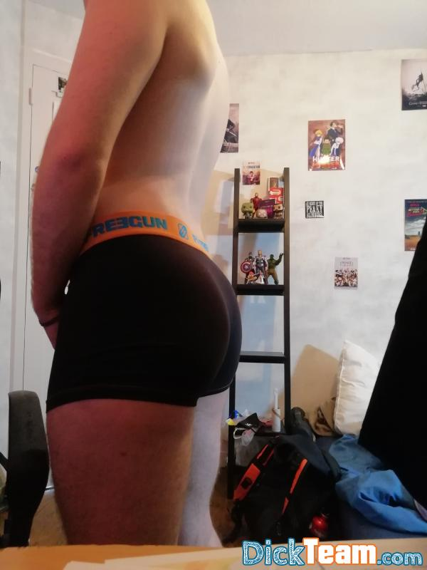Homme - Bi - 18 ans : share nude