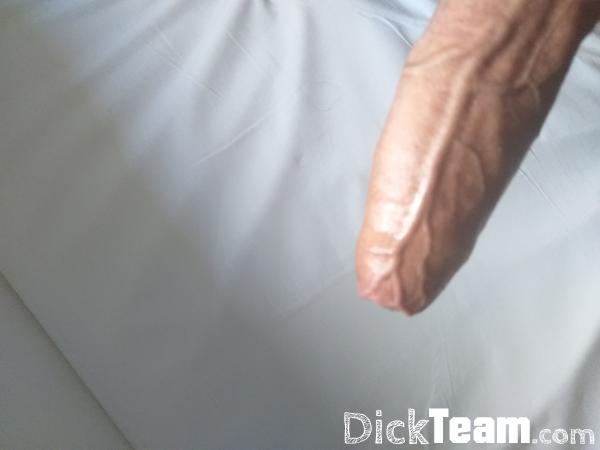 Homme - Bi - 18 ans : Homme de 18 ans qui fait des nud...