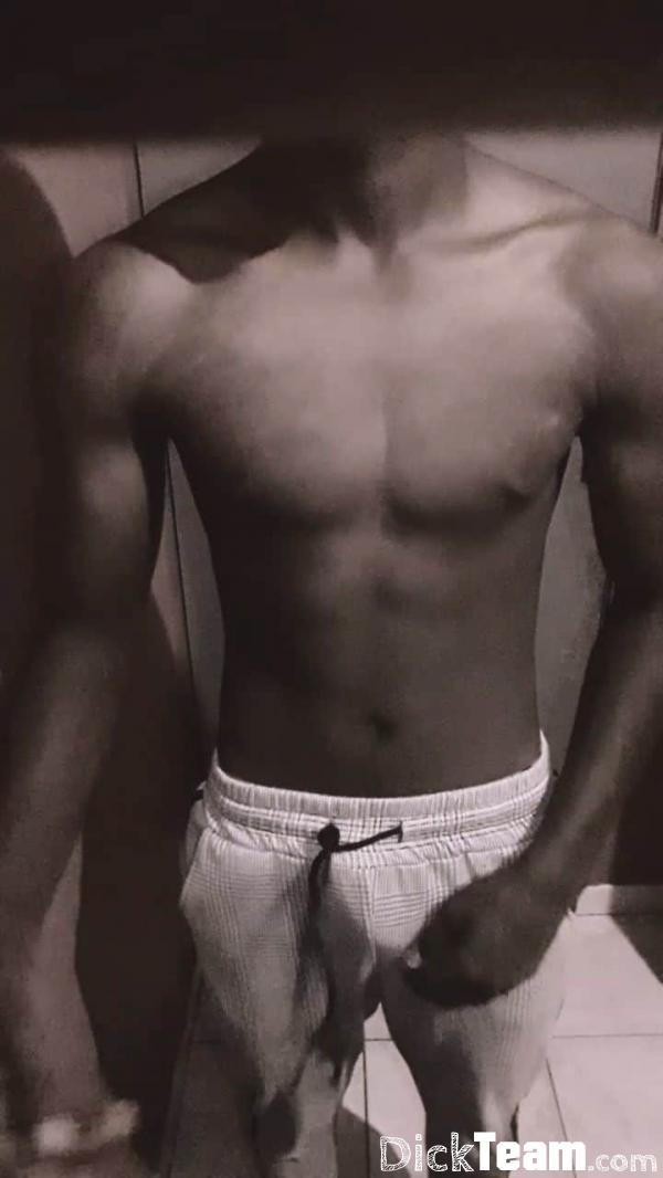 Homme - Hétéro - 30 ans : Black de 19 ans bien monté : Bla...
