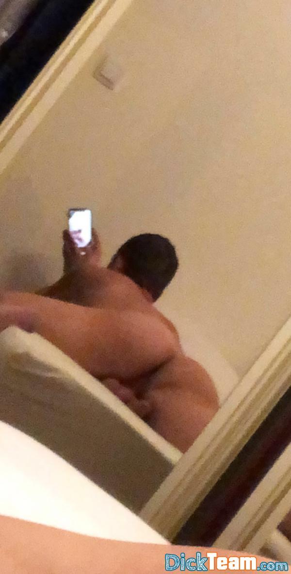 Homme - Gay - 23 ans : Cherche mec actif à grosse bite ...